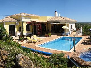 Luxury 4+ bedroom Algarve villa, with heated pool - Mexilhoeira Grande vacation rentals