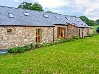 YSGUBOR HIR, stone cottage, surrounded by open fields, lawned garden, off road parking, in Llanedi, Ref 16482 - Llanedi vacation rentals