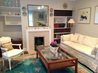 Delightful 2 Bedroom House in Holland Park - London vacation rentals