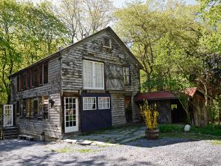 Rustic-chic getaway walking distance from Tivoli - Hudson Valley vacation rentals