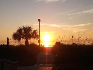 Remodeled, Private Beach w/Lounges and Umbrellas! - Siesta Key vacation rentals