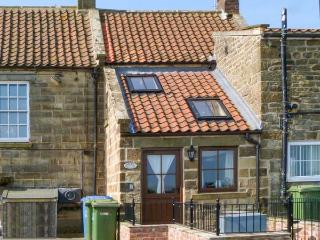 HOLME COTTAGE, character features, WiFi, multi-fuel stove, dog-friendly cottage in Ugthorpe, Ref. 23126 - Sandsend vacation rentals