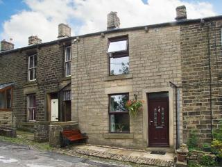 5 VICARAGE LANE family-friendly, village location, fabulous walking all around in Hayfield Ref 14268 - Derbyshire vacation rentals