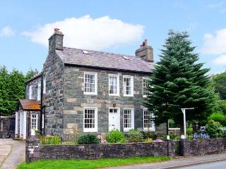 YNYS WEN, Grade II listed cottage, with open fire, off road parking, garden, in Llanberis, Ref 16708 - Llanberis vacation rentals