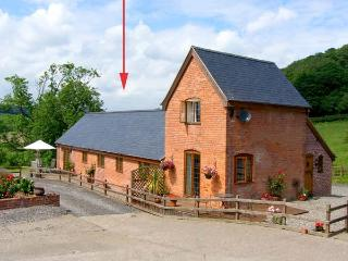 TALOG BARN, welcoming, pet friendly barn conversion, working farm, ideal walking and cycling spot, in Tregynon, Ref 18228 - Llanidloes vacation rentals