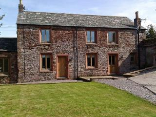 BRAMBLE COTTAGE, luxury barn conversion, with AGA, roll-top bath, woodburning stove, and games room, in Birkby, Ref 19363 - Workington vacation rentals