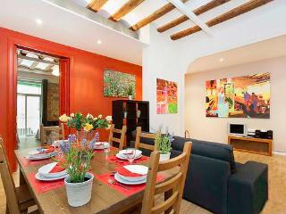 Born Montcada 4 - Large Apartment in Center of Barcelona sleeps 10, 2 bathrooms, 3 bedrooms - Amsterdam vacation rentals
