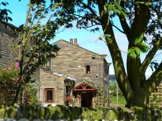 GREEN CLOUGH FARM, beams, woodburner, 6 miles from Haworth in Thornton, Ref 16969 - Haworth vacation rentals