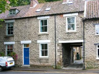 KINGFISHER COTTAGE, open fire, pet-friendly, courtyard garden, en-suite, Ref. 19356 - Pickering vacation rentals
