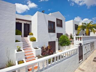 COLUMBUS APARTMENTS, Central Puerto del Carmen - Costa Teguise vacation rentals
