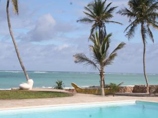 Baharini, Diani,  3 bedroomed Cottage on beach - Likoni vacation rentals