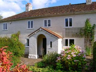 BROCKHAMPTON GATE, open fire, character features, large garden in Buckland Newton, Ref 19560 - East Knighton vacation rentals