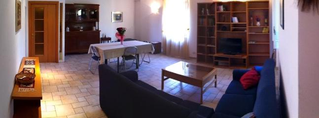 Cheap and Chic apartment: sleeps 9 in Rome!! - Image 1 - Rome - rentals