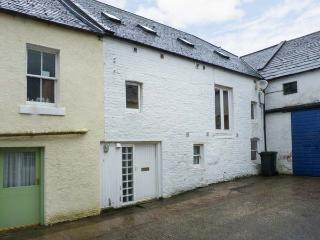 THE OLD BREWERY STORE, village centre, upside down accommodation, in Gatehouse of Fleet Ref 17559 - Dalbeattie vacation rentals