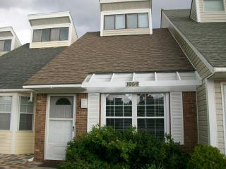 Beach townhouse, relaxed atmosphere, internet - Murphy vacation rentals
