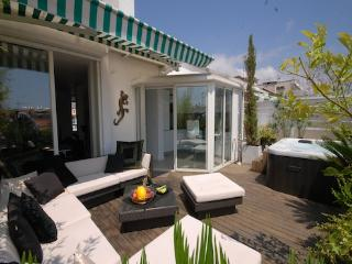 Azur Fleurs- Luxury Nice 2 Bedroom Apartment with Hot Tub - Nice vacation rentals