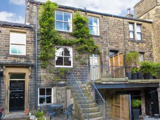 THE OLD FORGE, welcoming romantic retreat, parking, patio, woodburner, in Haworth Ref 14036 - West Yorkshire vacation rentals