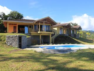 Luxury 3BR home overlooks Lake Arenal & Volcano - El Castillo vacation rentals