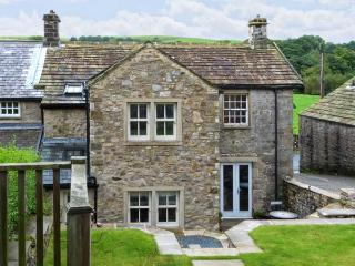 PADGES COTTAGE, superb pet friendly cottage with en-suite, garden, village location in National Park, Airton Ref 11669 - Threshfield vacation rentals