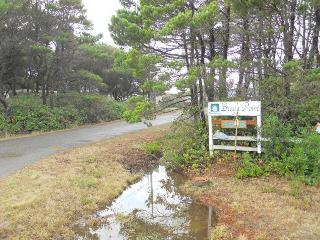 Bray's Point Ocean Front Beach House - sleeps 15 - Seal Rock vacation rentals