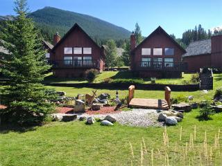 Near Lake Louise with heated pool, hot tub - Seebe vacation rentals