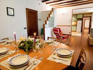 Large 8 person Apartment - Image 1 - Barcelona - rentals