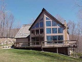 Trail`s End - 3 Bedroom Plus Loft Spacious and Sunny Private Home Right On Ski Trail! Ski On/Ski Off, Indoor Hot Tub, Bumper Pool, Views! - Killington vacation rentals