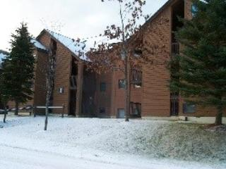 Pico Resort Slopeside Condo Unit E305 - Two bedrooms plus Loft with Two bathrooms Walk to Lift & Ski Home To Your Back Door! Sports Center on Premises! - Image 1 - Killington - rentals