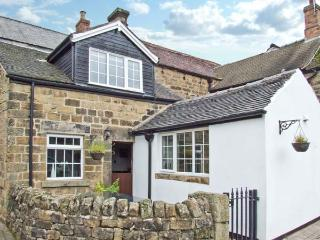 THE COACH HOUSE, delightful cottage, with woodburner, off road parking, garden with summer house, in Crich Ref 12574 - Crich vacation rentals