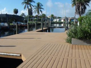 50%off Gulf Access Private Pool Game Rm Boat lifts - Cape Coral vacation rentals
