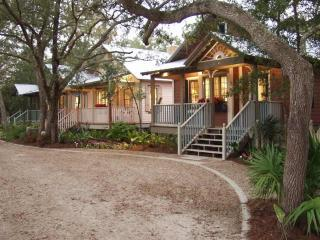 Honeymoon Cottage at the Landing Resort - Steinhatchee vacation rentals