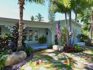 Pool-spa-dock-sea--steps to sugar-white-sand. GEM! - Anna Maria vacation rentals