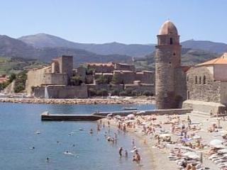 Collioure beach front apt, magnificent sea views - Port-Vendres vacation rentals