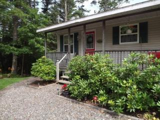 THE SEAHORSE | BOOTHBAY HARBOR | MAINE | TUCKED AWAY | WALK TO TOWN | GARDNER`S DELIGHT | - Boothbay vacation rentals