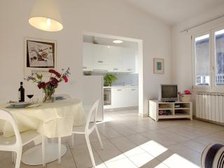 1 Bedroom Vacation Apartment Rental in Florence - Florence vacation rentals