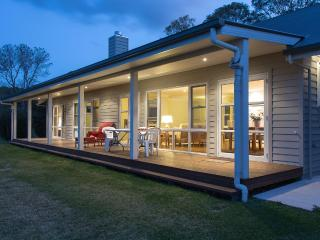Carislea Cottage 2 bedroom 10 min walk to Village - Yandina vacation rentals