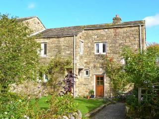 BRAMBLE COTTAGE, charming cottage, open fire, mature gardens, close gastropub, in NP, Hetton Ref 14275 - Hetton vacation rentals
