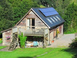 THE BARN, pet-friendly barn conversion, rural setting, balcony, walks, Builth Wells Ref 6377 - Llanbister vacation rentals