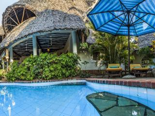 Great luxury villa with guesthouse, pool & cook - Likoni vacation rentals