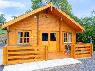 THE GEORGE, hot tub, off road parking, decked veranda, in Newtown, Ref 11775 - Llanbrynmair vacation rentals