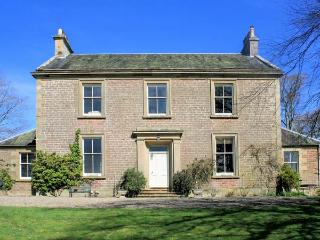 DUNEATON HOUSE, elegant pet friendly house, walled garden, open fires, Wiston near Biggar Ref 13840 - South Lanarkshire vacation rentals