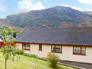 THE STEADING COTTAGE, mountain views, parking, garden, in Fort William, Ref 20420 - Lochaber vacation rentals