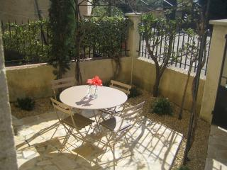 Le Petit Jardin, Spacious 2 Bedroom Rental in Sablet, Provence - Sablet vacation rentals