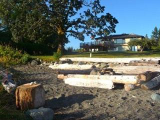 Fabulous 3 bdrm beach house mins to golf ski fish! - Vancouver Island vacation rentals