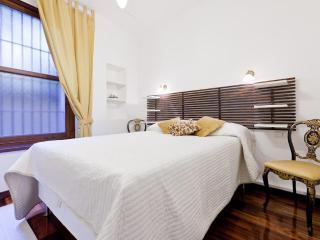 Montenapoleone apartment, sleeps 4 - Milan vacation rentals