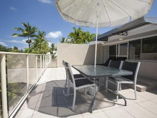 2 Bed Apartment in the heart of Port Douglas. - Daintree vacation rentals