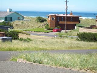 Moonstruck Mermaid-ocean view-pet friendly-hot tub - Waldport vacation rentals