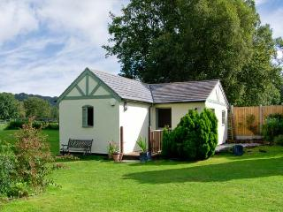 ROSE COTTAGE, pets welcome, en-suite, 4 acres of paddock, forest views, romantic base in Hine Heath, Ref. 18908 - Shrewsbury vacation rentals
