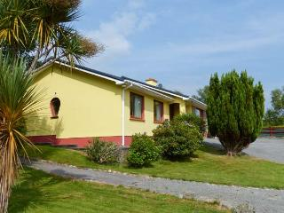 ROCK HOUSE family-friendly, close to beach, open fire in Glengarriff Ref 20422 - Dunmanway vacation rentals