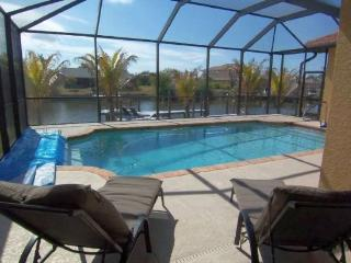 Tropical Oasis - SW Cape Coral 3b/2ba Elect Heated Pool, Gulf Access Canal, HSW Internet , Boat Dock with Tiki Hut, - Cape Coral vacation rentals